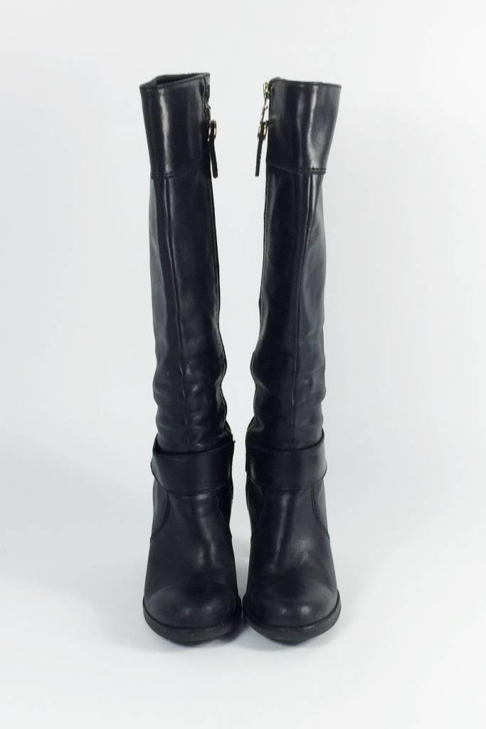 solde bottes hautes en cuir noir boucles dor es juicy couture deuxi me dition. Black Bedroom Furniture Sets. Home Design Ideas