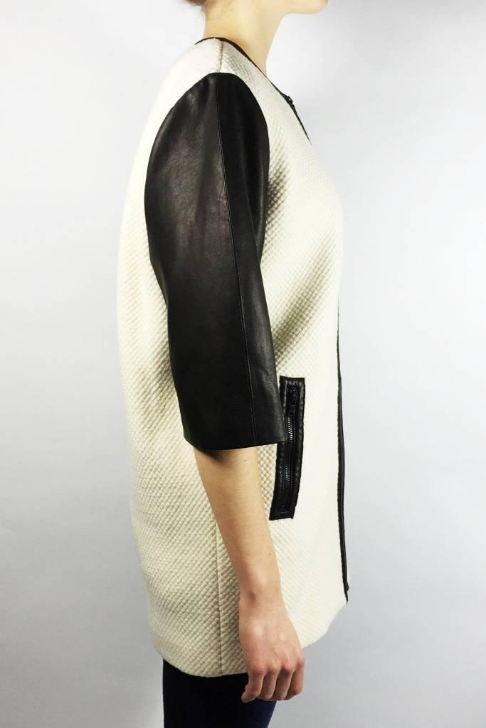 Alice + Olivia Solde - Manteau blanc crème à manches courtes en cuir d'agneau - Neuf