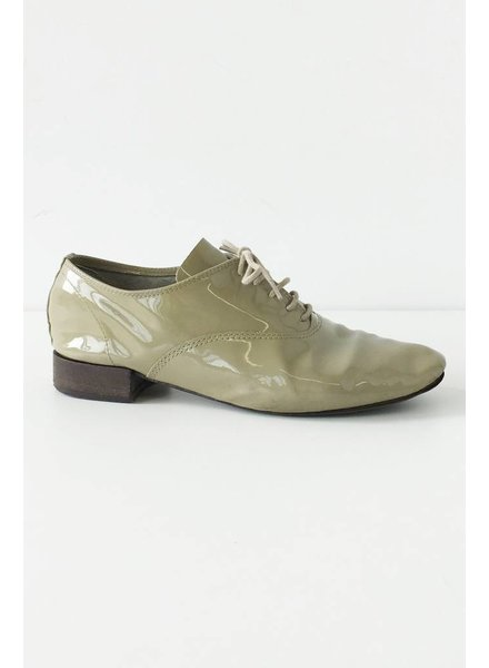 Repetto SOLDE - CHAUSSURES EN CUIR VERNIS TAUPE À LACETS