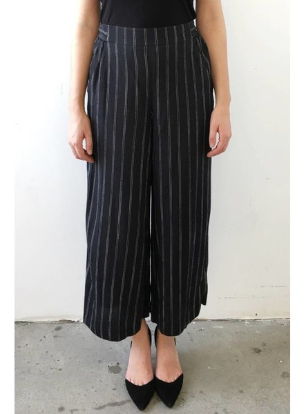 Wilfred PANTALON AMPLE NOIR À RAYURES BLANCHES
