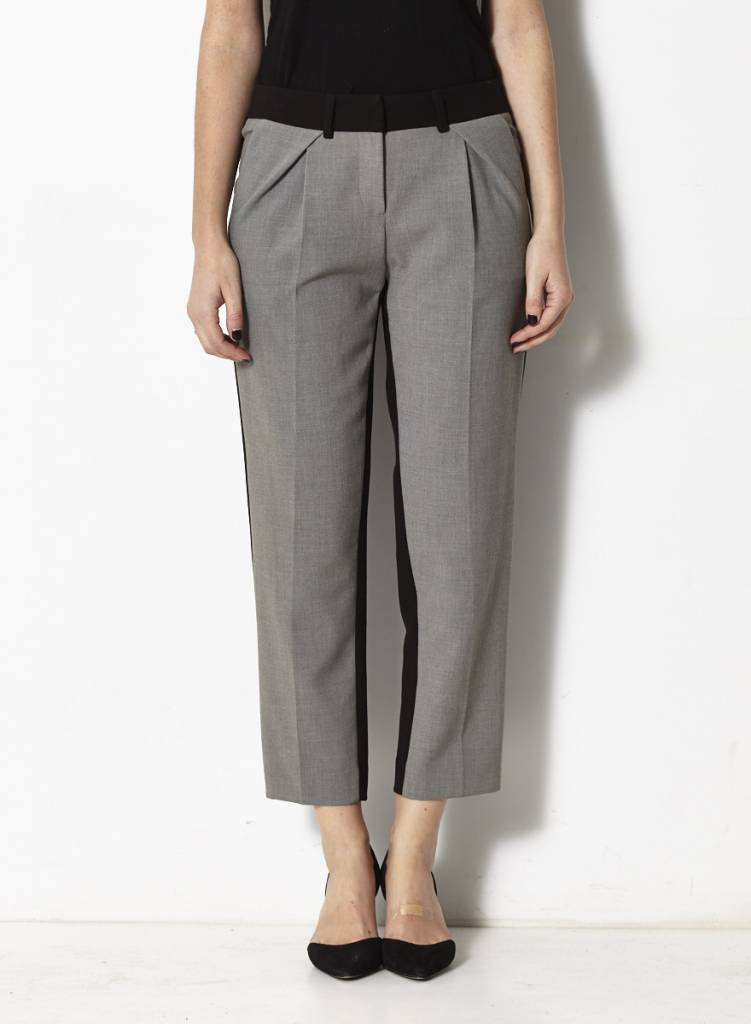 Barila Pantalon au devant gris et au derrière noir