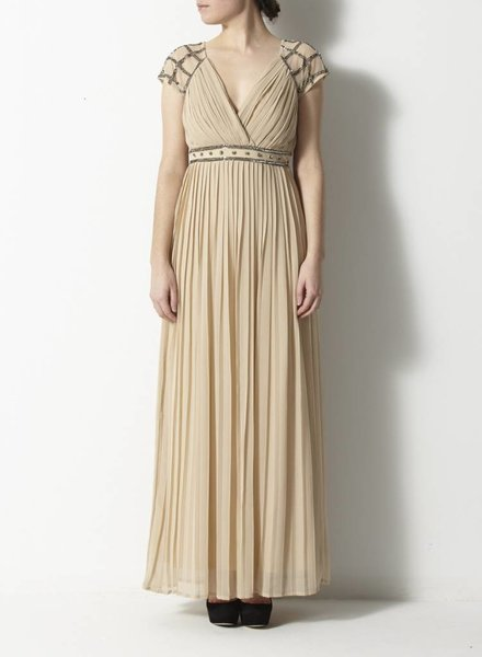 Frock and Frill ROBE BEIGE À PLIS ET ORNEMENTS PAILLETTES