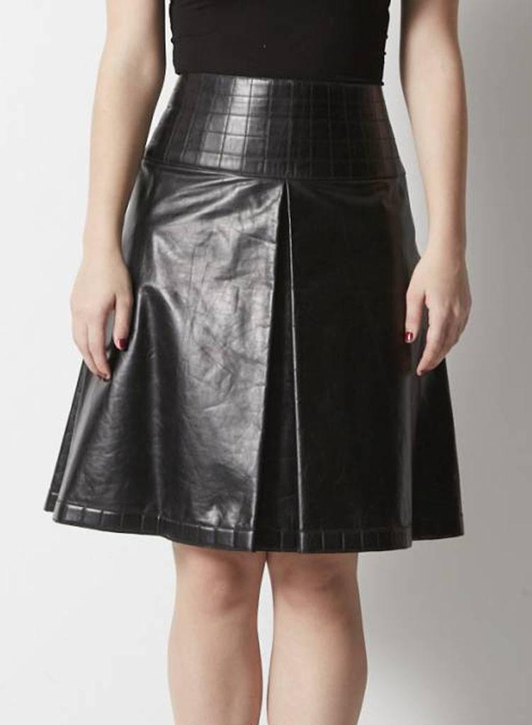 jupe noire en cuir plis chanel deuxi me dition. Black Bedroom Furniture Sets. Home Design Ideas