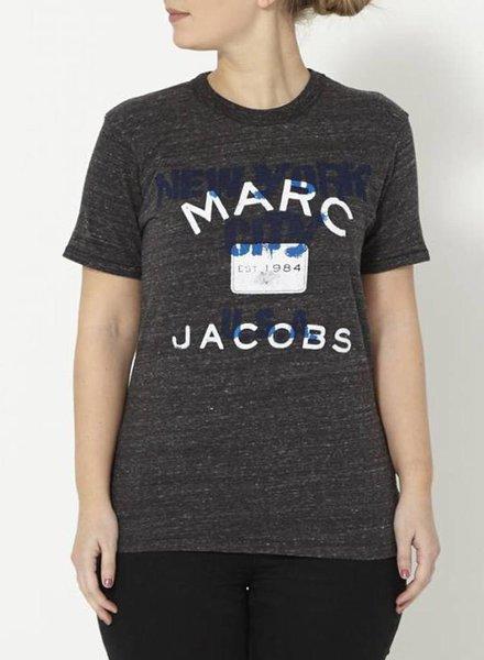 """Marc Jacobs T-SHIRT GRIS FONCÉ IMPRIMÉ """"MARC JACOBS"""""""