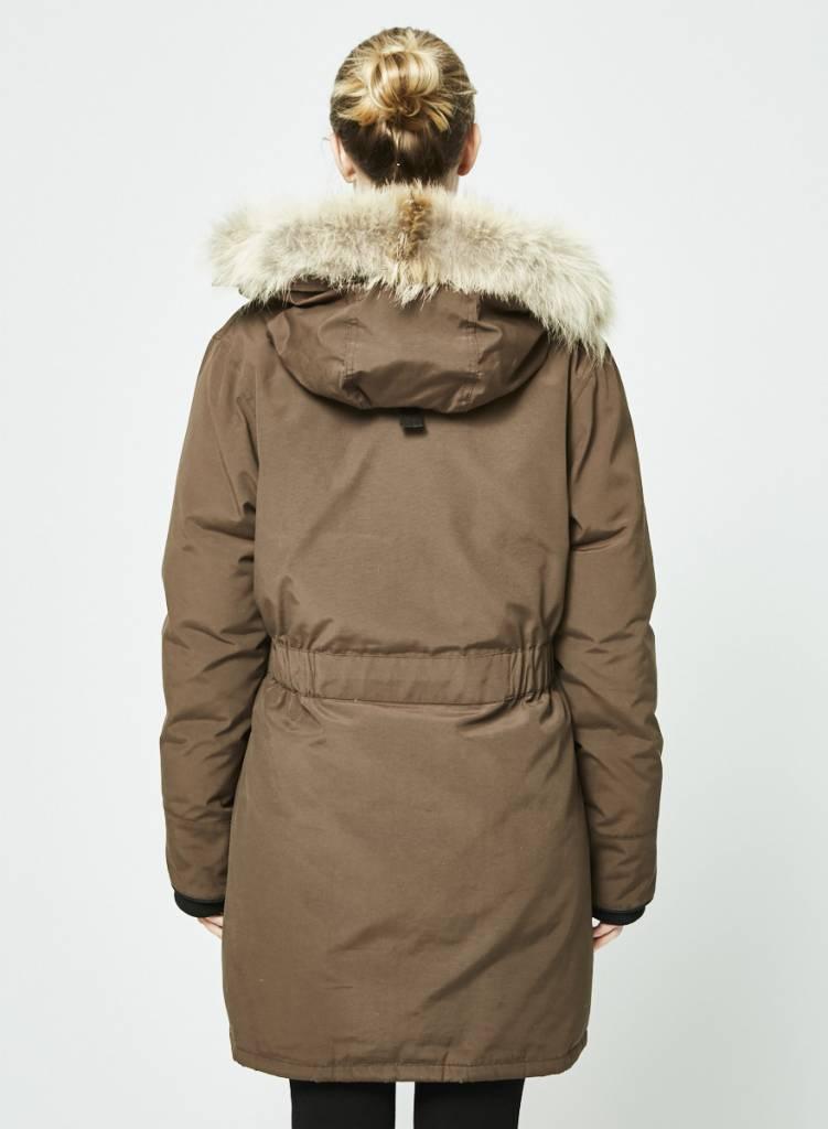 manteau qui ressemble a canada goose
