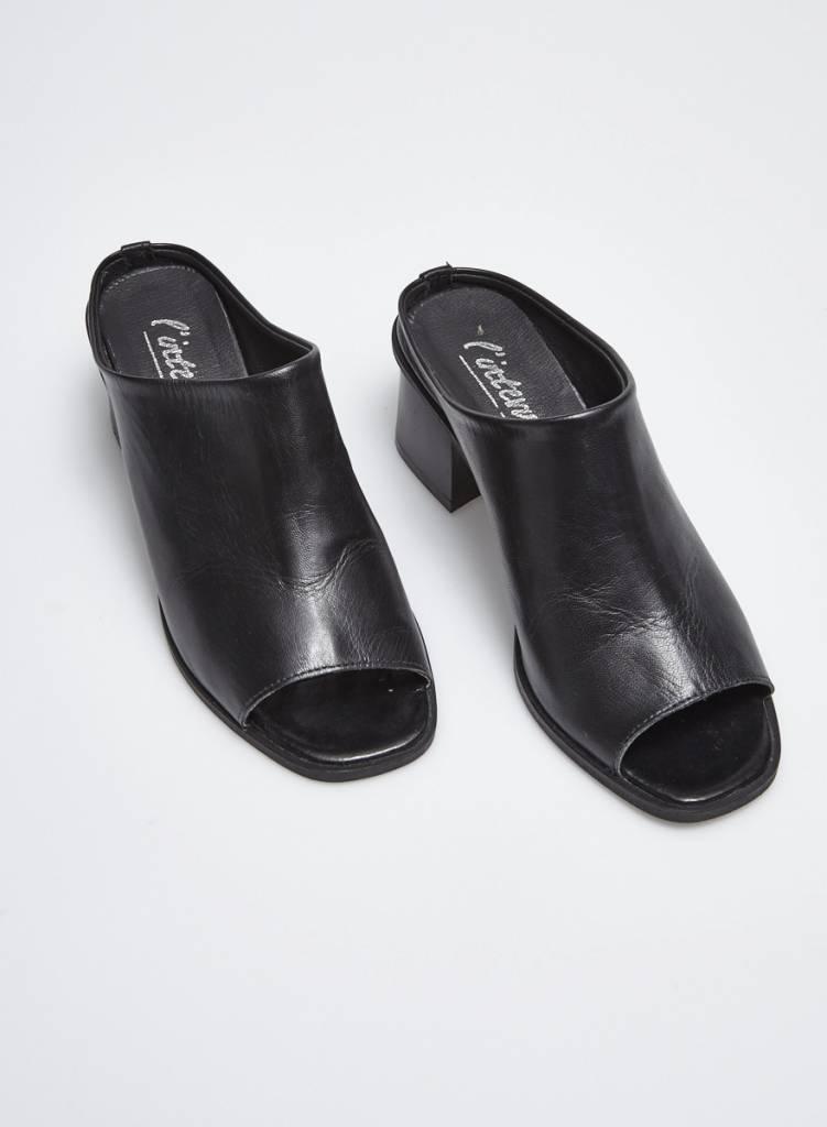 L'intervalle Sandales noires en cuir