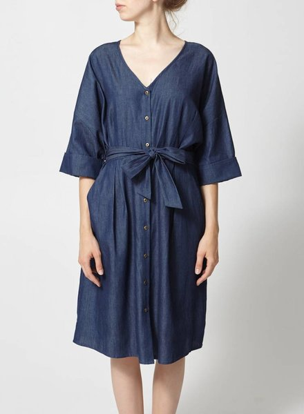 Eve Gravel ROBE CHAMBRAY À CEINTURE