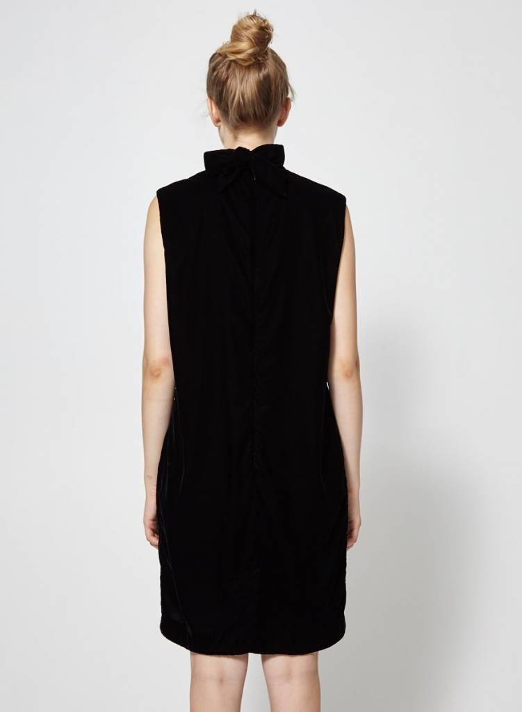 Cokluch Robe noire en velours empiècement broderies géométriques
