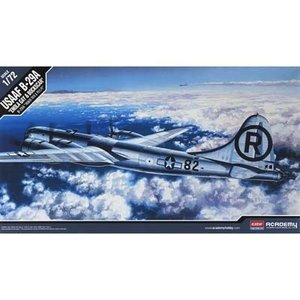 Academy Models . ACY 1/72 B-29A ENOLA GAY/BOCKSCAR
