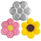 Wilton Products . WIL DANCING DAISY FLOWER PAN