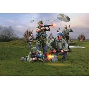 Revell of Germany . RVL 1/72 GER PARATROOPS WWII