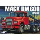 MPC . MPC 1/25 MACK DM600 TRACTOR