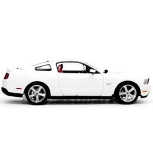 Green Light Collectibles . GNL 1/18 2010 MUSTANG GT COUPE WHT