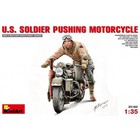Miniart . MNA 1/35 U.S. Soilder Pushing Motorcycle