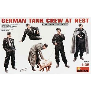 Miniart . MNA 1/35 German Tank Crew At Rest