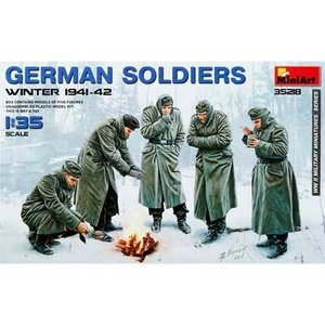 Miniart . MNA 1/35 German Soldiers Winter 1941-42