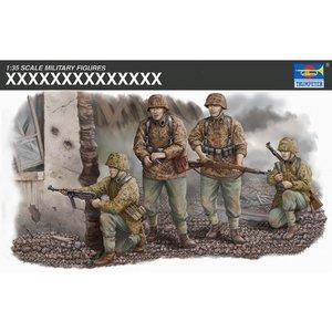 Trumpeter . TRM 1/35 WAFFEN SS Assault Team