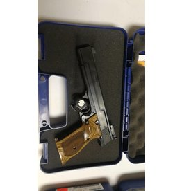 Smith & Wesson S&W 41 22lr almost new come with original box & papers