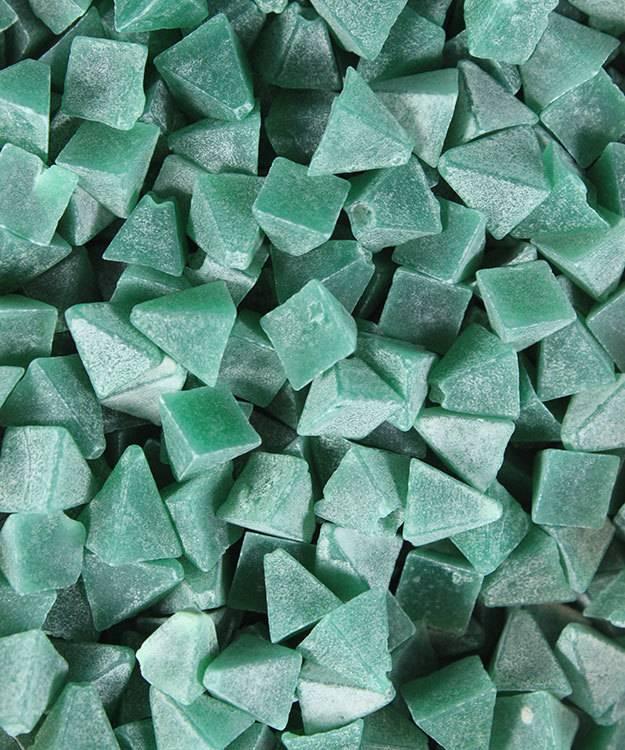 47.0140 = Tumbling Media Medium Plastic Pyramids (5lb)