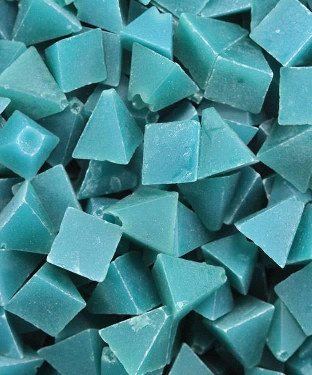 47.0139 = Tumbling Media Coarse Plastic Pyramids (5lb)