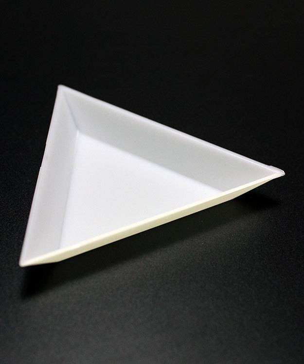38.0168 = TRIANGLE PLASTIC SORTING TRAYS (Pkg of 3)