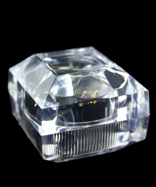 DBX1707 = Lucite Crystal Cut Ring Box (Dozen)