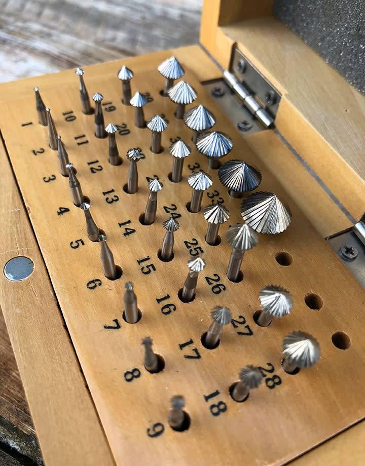 Spearhead Burs 19.319 = Bearing Bur Set 90deg 33pcs (0.9 to 11.1mm) HS Steel