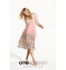 ONESEASON MIA DRESS TAJ BLUSH/LATTE