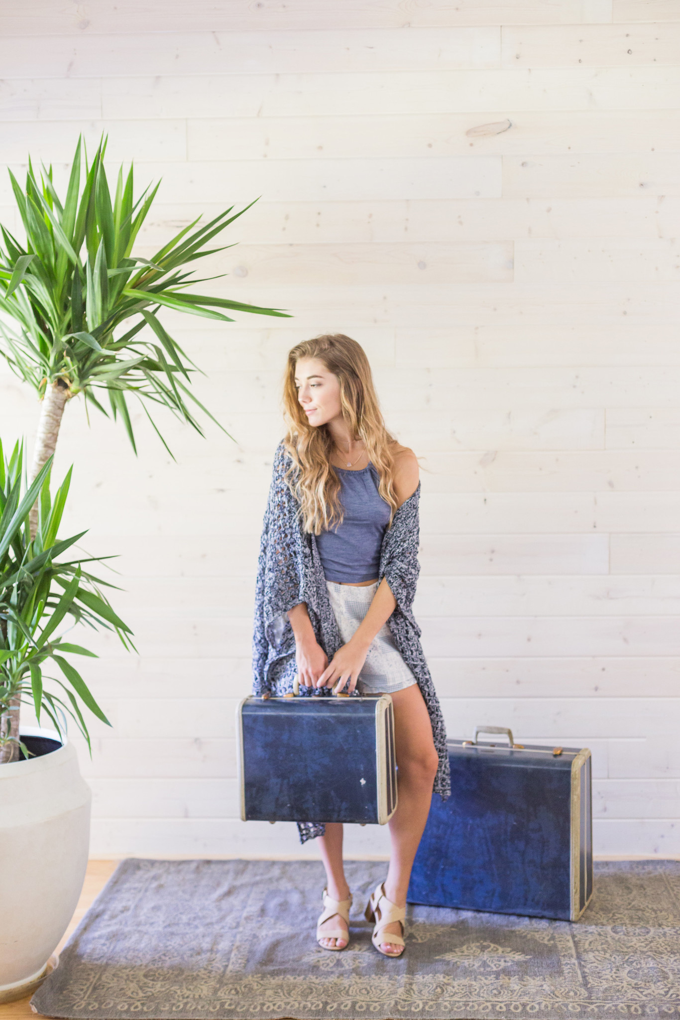 What to Wear When Traveling. How to Look Cute and Stay Comfortable While Traveling.