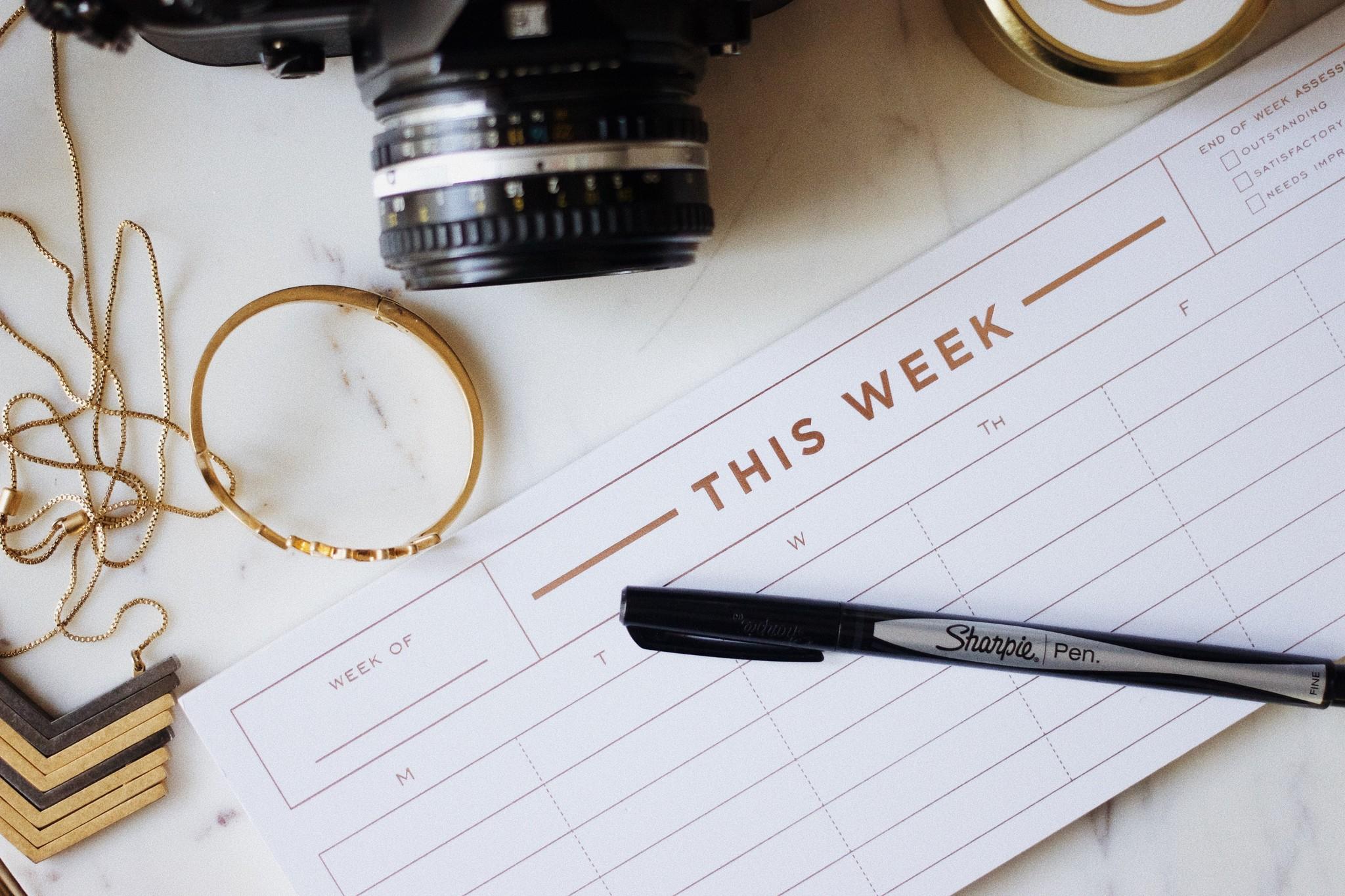 Gold Weekly Desk Calendar