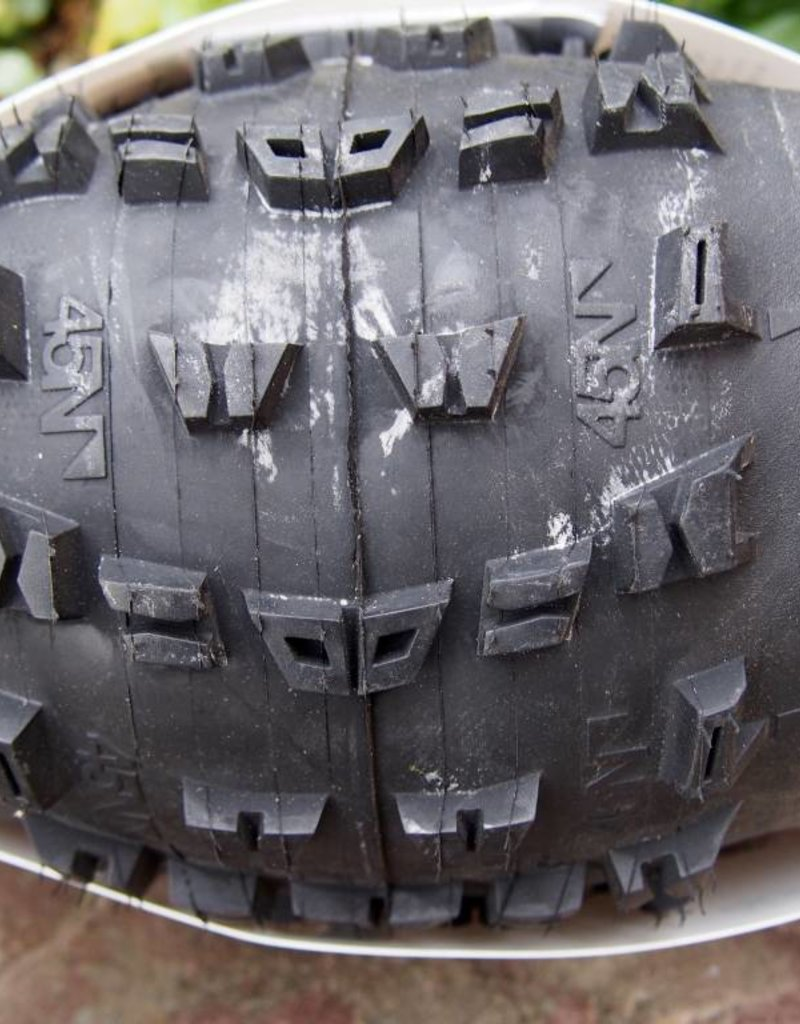 "45NRTH 45NRTH Dunderbeist 26 x 4.6"" Fatbike Tire 120tpi Tubeless Folding"