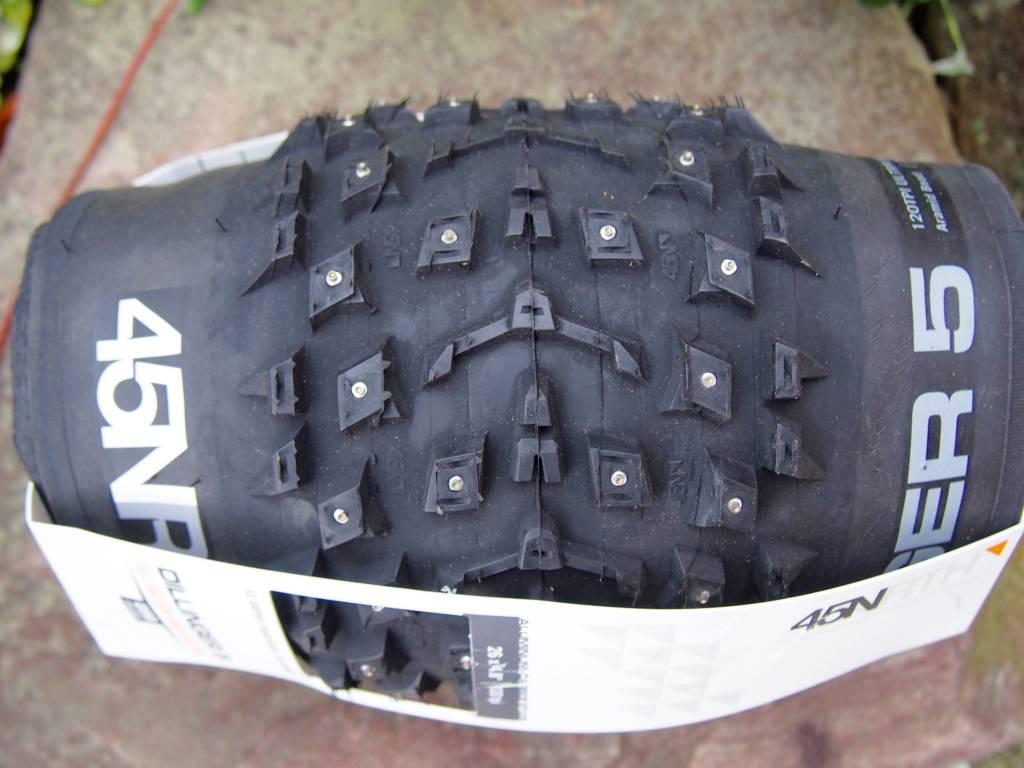 "45NRTH 45NRTH Dillinger 5 Studded 26 x 4.8"" Fatbike Tire 120tpi Folding 258 Concave Studs"