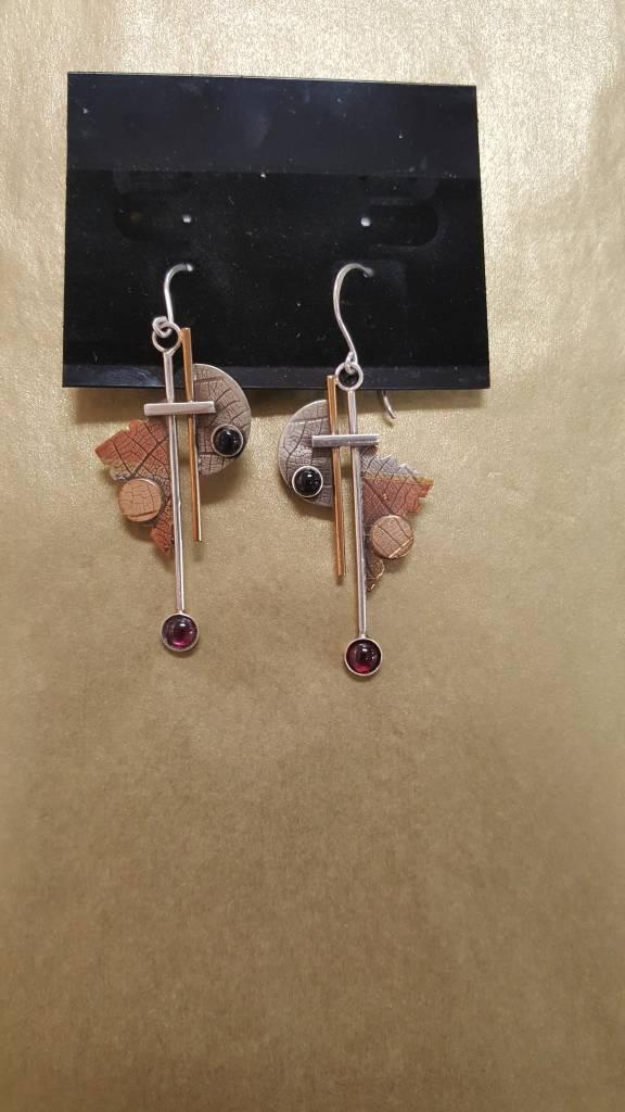 103 Mixed Metal Earrings w/onyx garnet