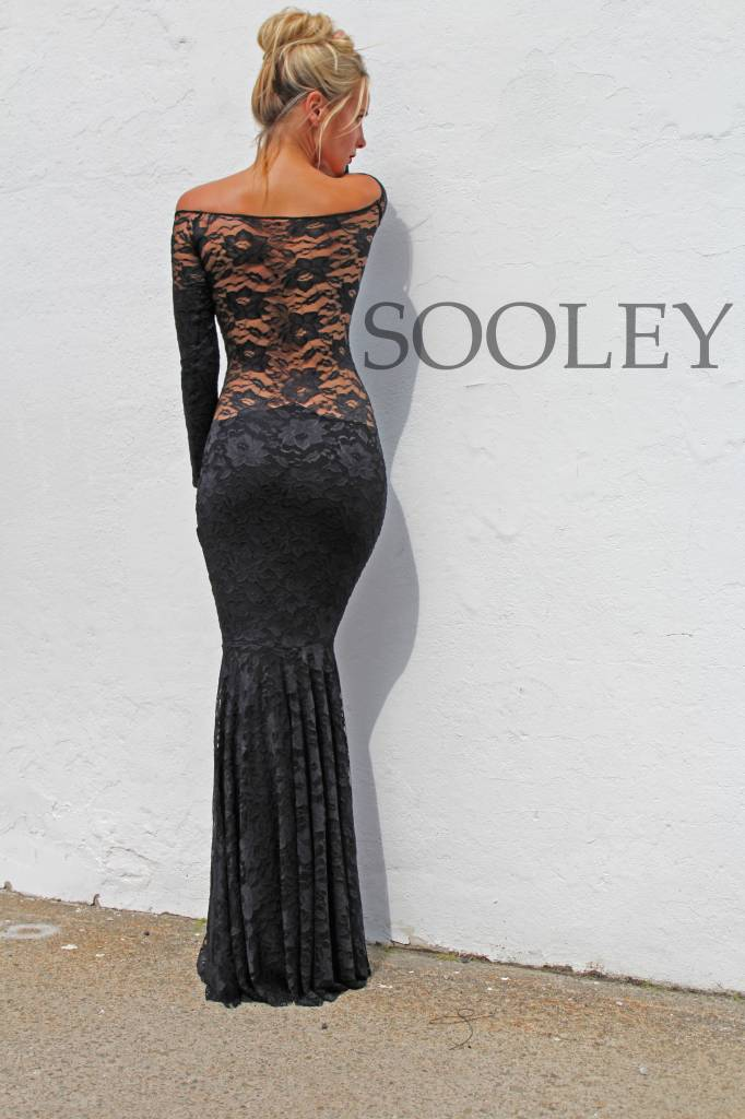 Gown Off The Shoulder (Black Lace)
