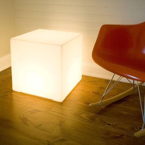 Gus Lightbox