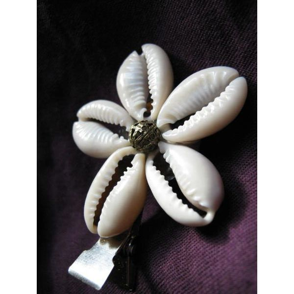 Cowry Hair Flowers, antique