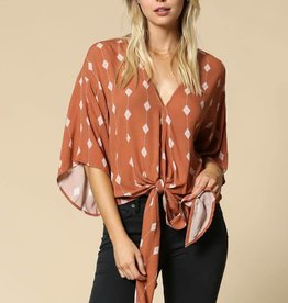 DIAMOND PRINT FRONT TIE TOP