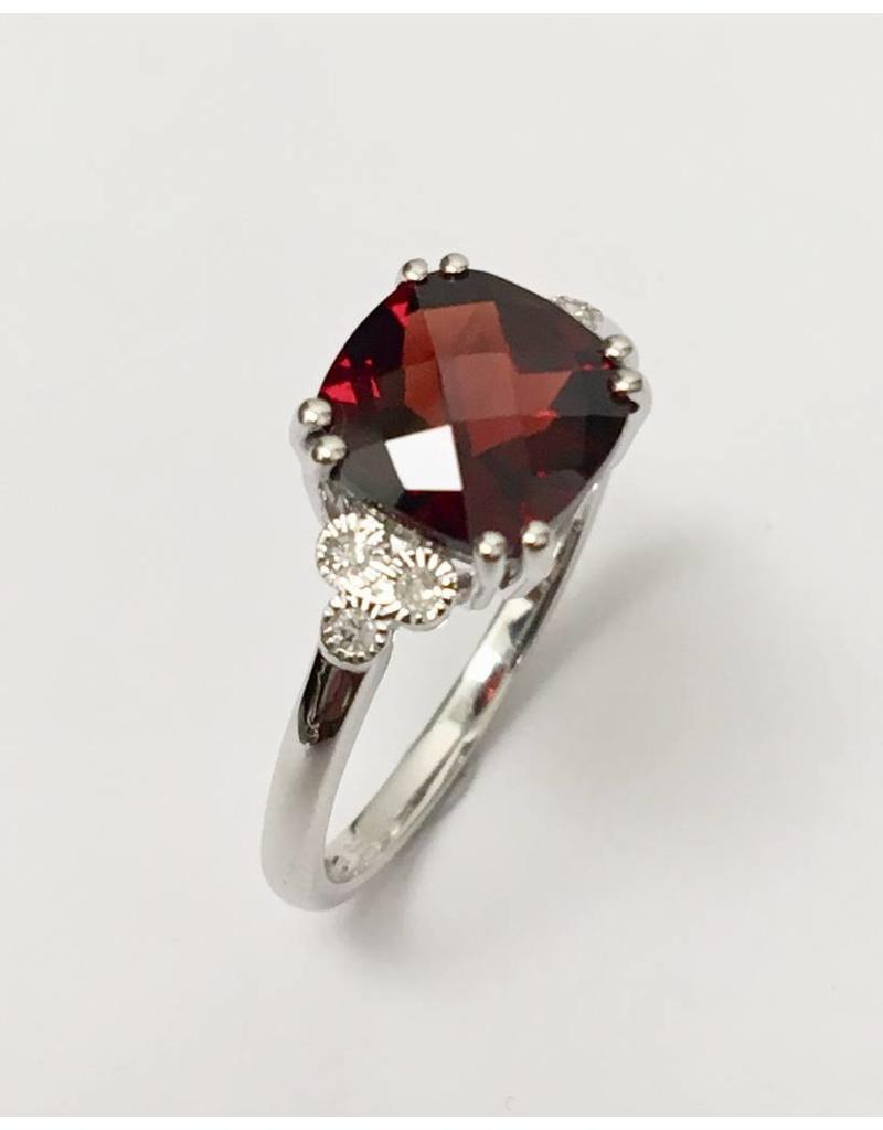 Garnet & Diamond Ring 10KW