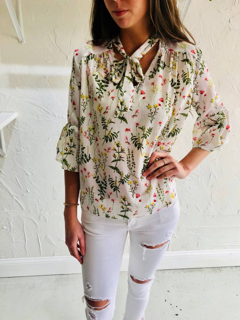 IVORY WOVEN FLORAL BLOUSE