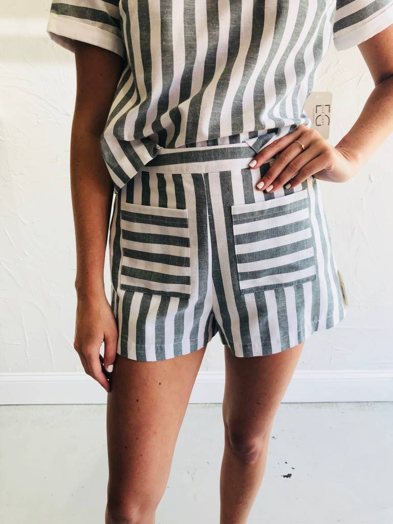 STRIPE SHORTS WITH FRONT POCKETS