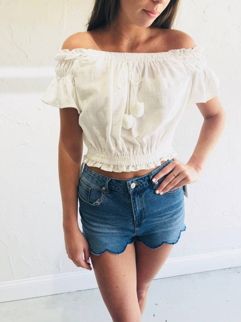 Moon River WHITE CROP TOP WITH TASSEL