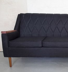 BLACK LOVASI COUCH