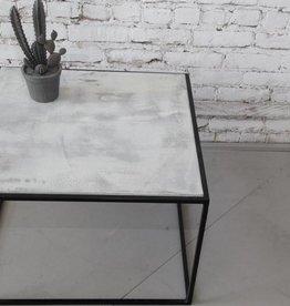 TABLE D'APPOINT BETON LeNOIR PAR LOVASI