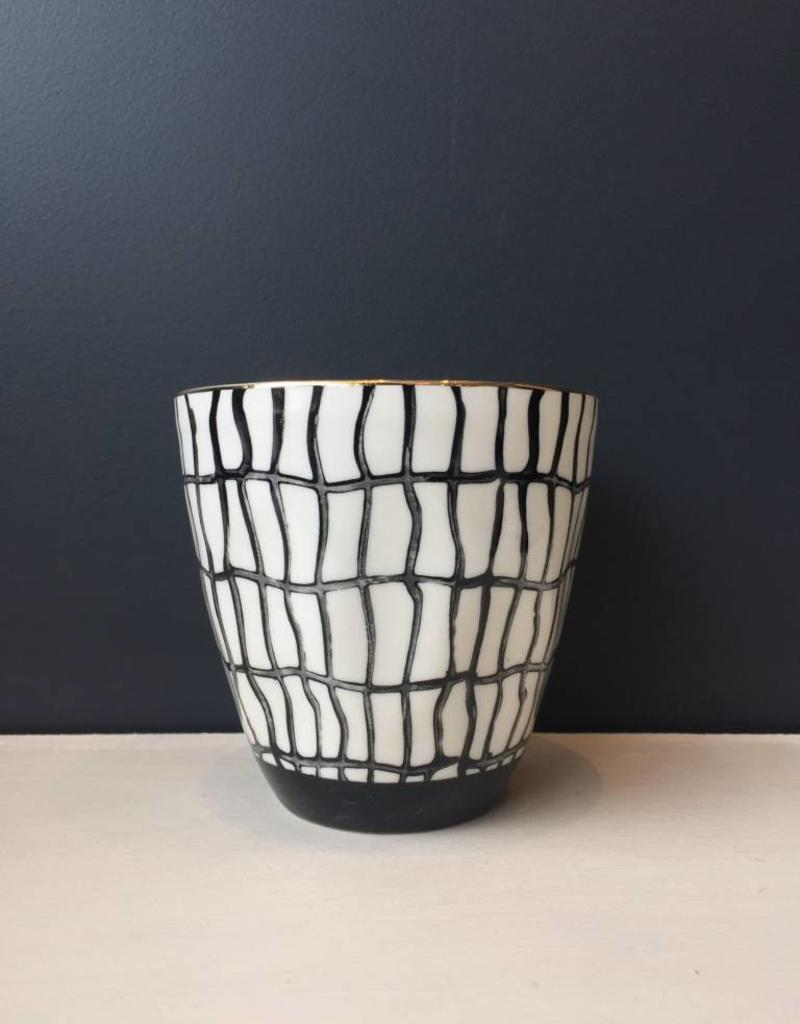 BLACK LINE ROUND CUP AND GOLD BRUSH