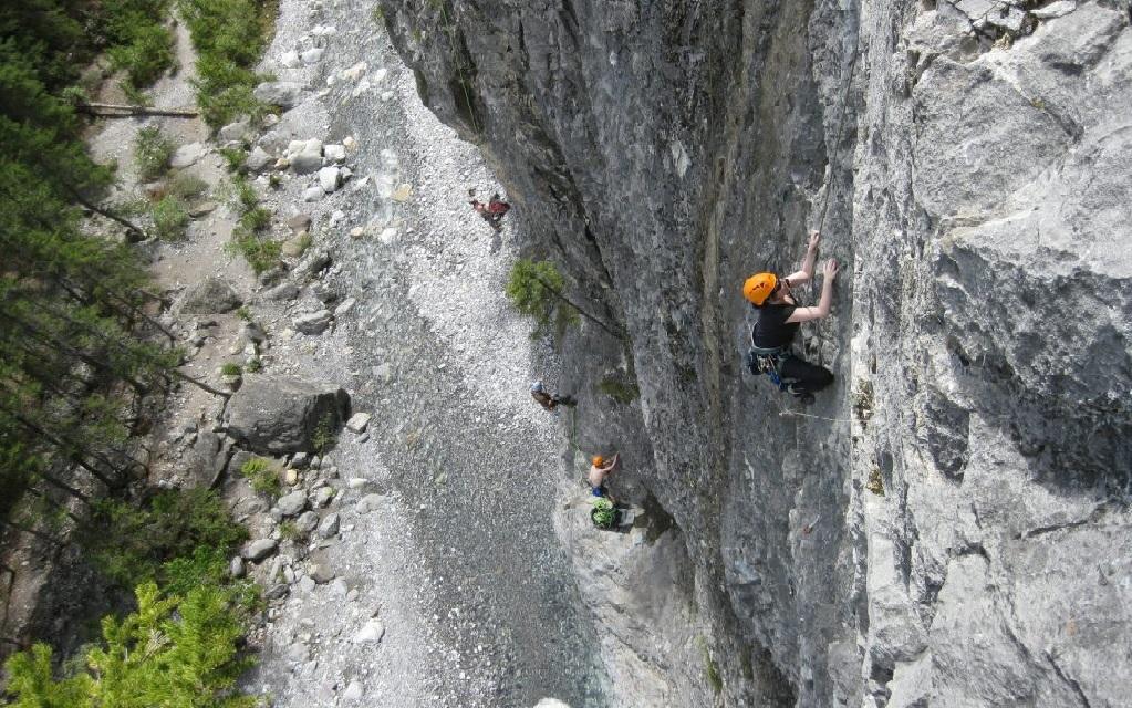 canmore climbing cougar canyon crag