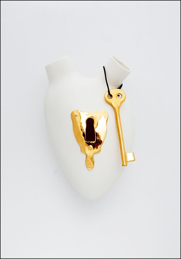 Porcelain Heart Wall Vase Lock