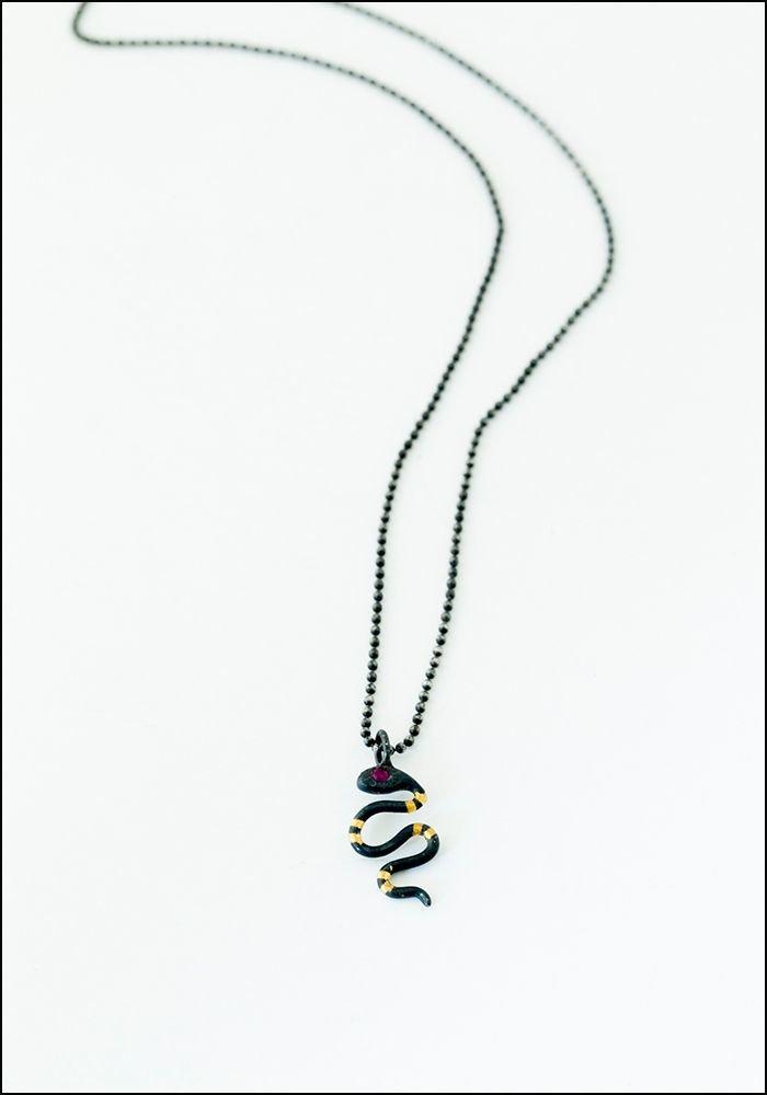 Acanthus Tiny Snake Necklace
