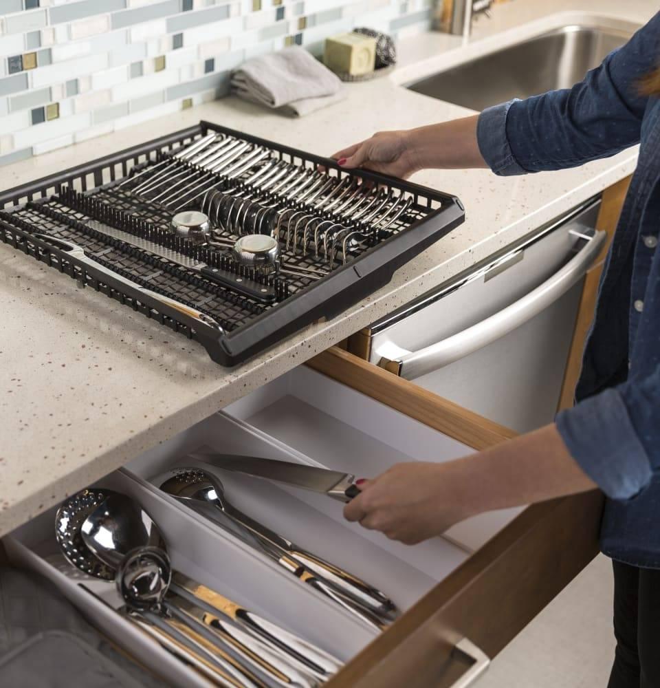 GE GE Fully Integrated Dishwasher Black Slate