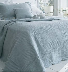 New New Horizons Tina Queen Sized Quilt & Shams
