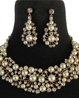 Lost In Pearls Necklace Set